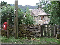 SK1789 : George V postbox, Jubilee Cottages by JThomas