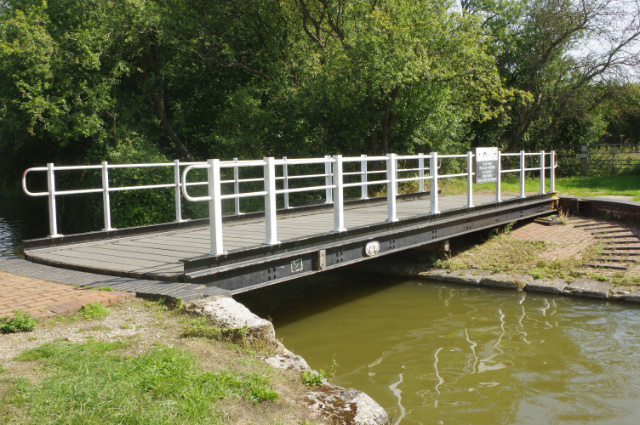 Bridge 125, Grand Union Canal