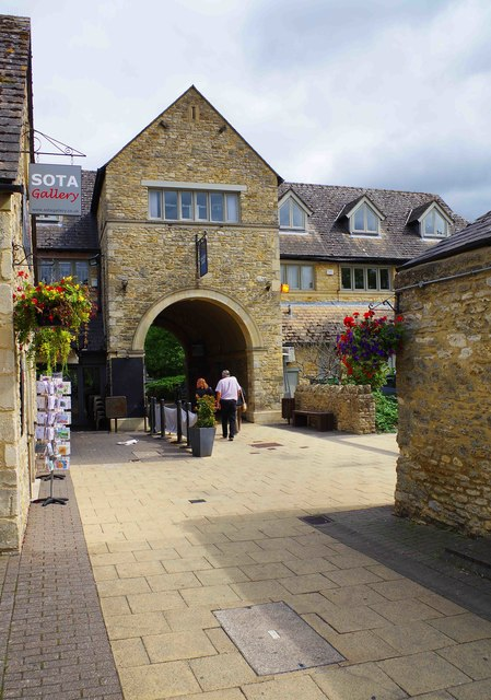 Arch at Langdale Court Shopping Centre looking towards car park, Witney, Oxon