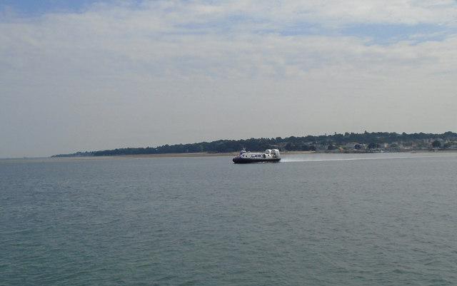 Hovercraft leaving Ryde