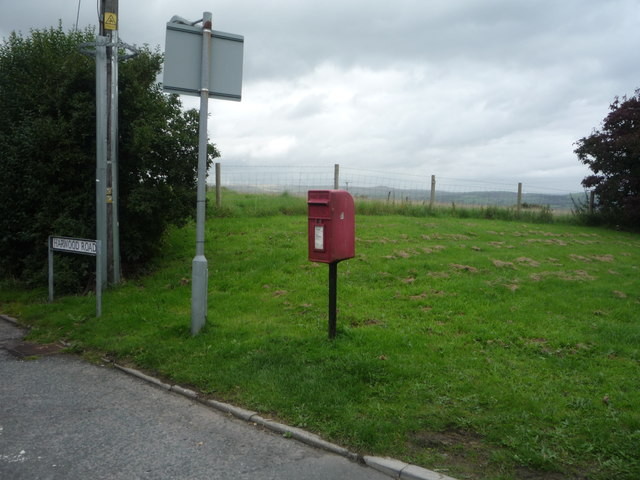 Elizabeth II postbox on Harwood Road, Four Lane Ends