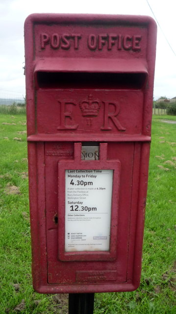 Close up, Elizabeth II postbox on Harwood Road, Four Lane Ends
