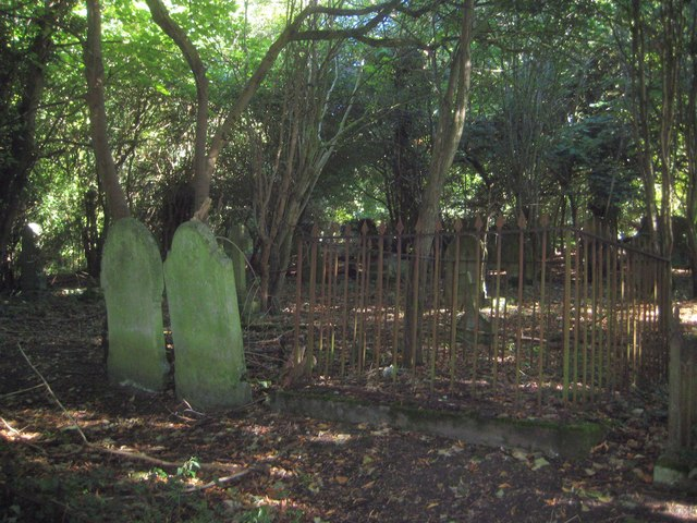 Great Missenden: Old wooded graveyard of St Peter & St Paul