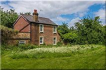 TQ2157 : Warren Lodge by Ian Capper