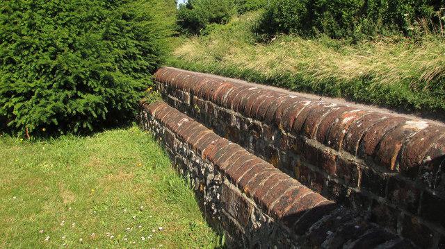 Churchyard wall, Homington
