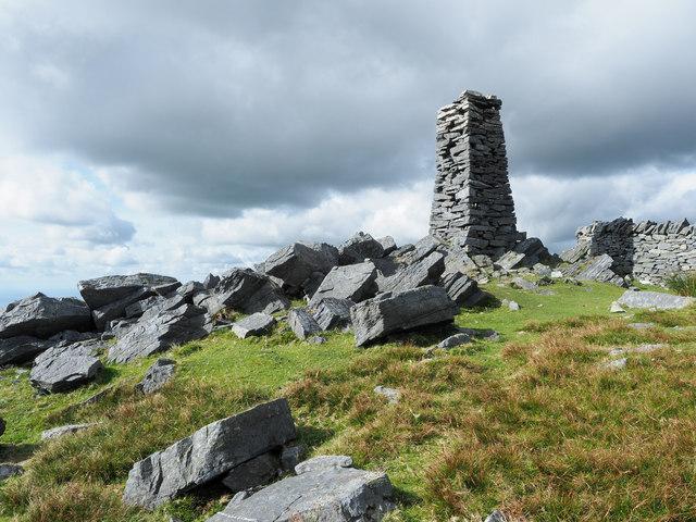 Angular boulders on Mynydd Tal-y-mignedd