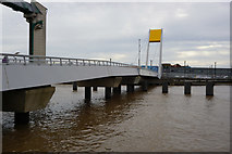 TA1028 : Footbridge over the River Hull at The Deep by Ian S