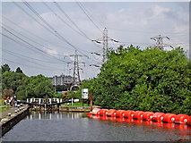 SK5702 : Pylons, boom and Freeman's Lock in Leicester by Roger  Kidd