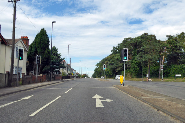 A3024 Bursledon Road at Hinkler Road lights