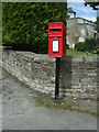 NZ0726 : Elizabeth II postbox, The Edge by JThomas
