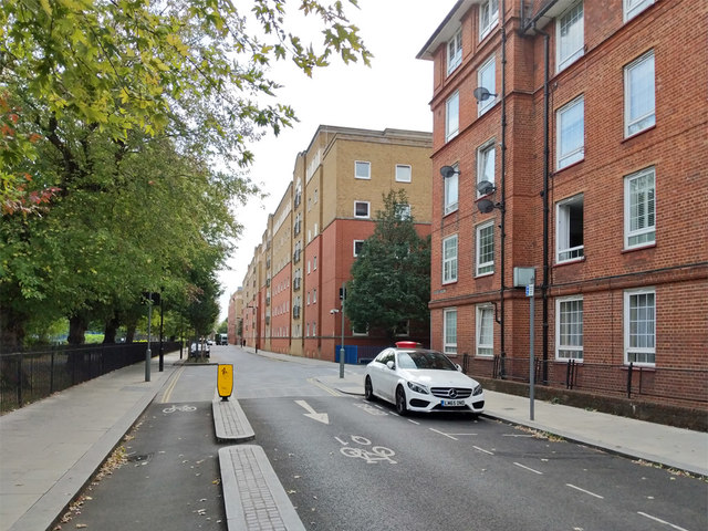 Tabard Street SE1 with stretcher railings