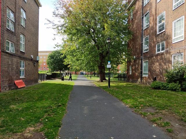 Path into Tabard Gardens