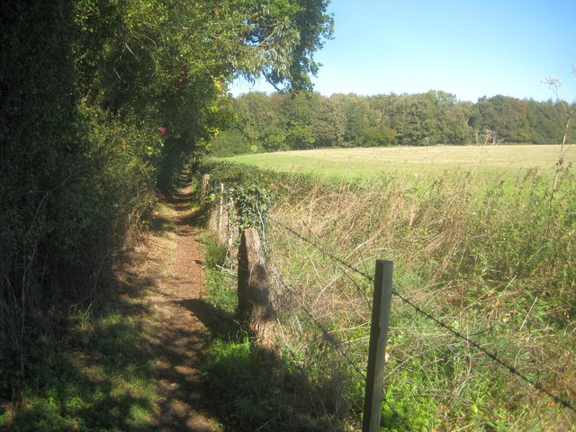 Sarratt: Footpath between Croxley Green and Chandler's Cross