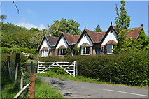 TQ6242 : Cottages, Pembury Hall Rd by N Chadwick