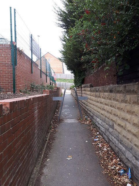 Ginnel from Raynville Avenue to Broad Lane