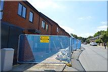 TQ6040 : New houses, Greggs Wood Rd by N Chadwick
