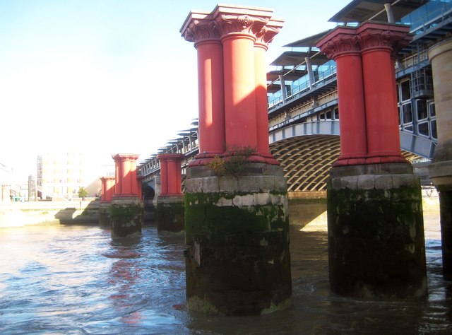 River Thames: Support columns of the old Blackfriars Railway Bridge