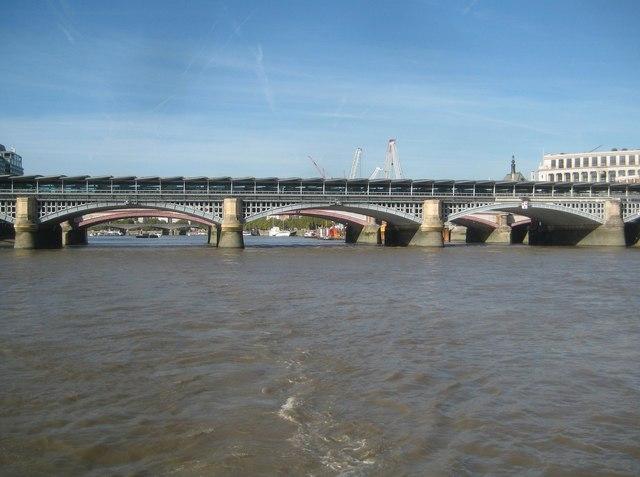 River Thames: Blackfriars Bridges