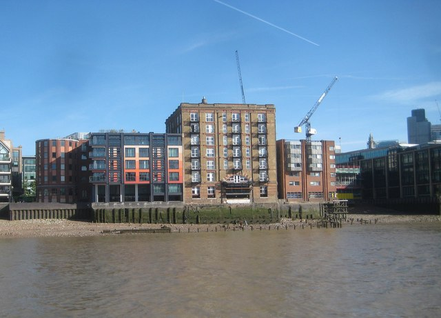 River Thames: Brook's Wharf & Queenhithe Dock