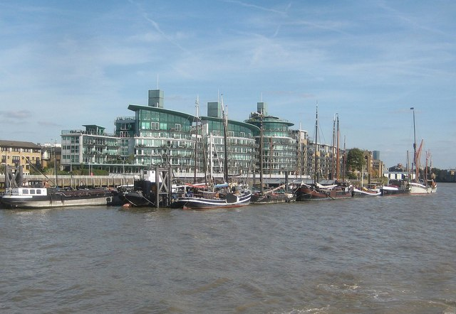 River Thames: Hermitage Moorings, Wapping