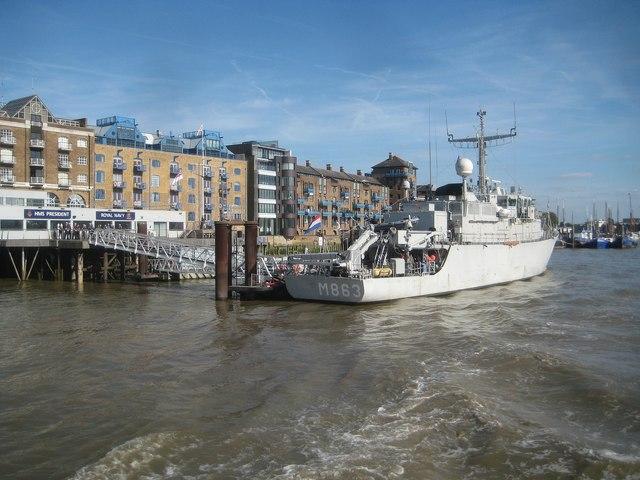 River Thames: HNLMS Vlaardingen at HMS President