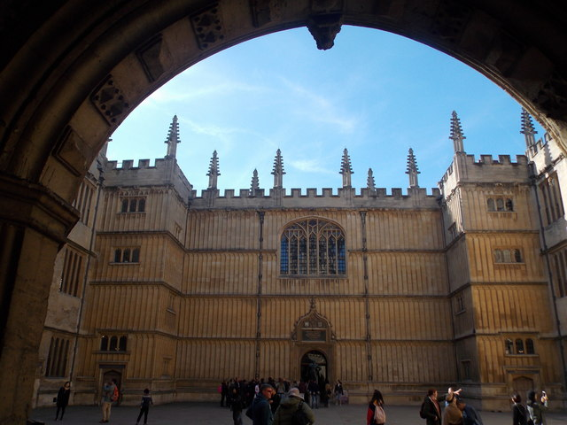 Oxford: through the arch to the Bodleian Library
