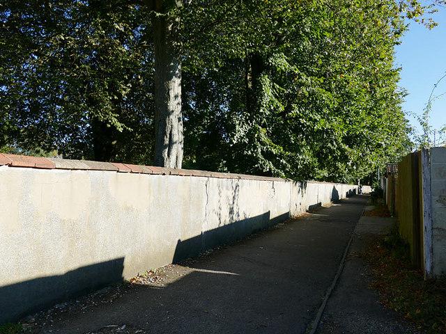 Public footpath alongside Wyndham Park