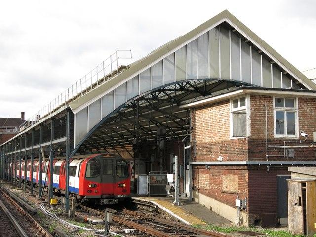 Edgware tube station (2)