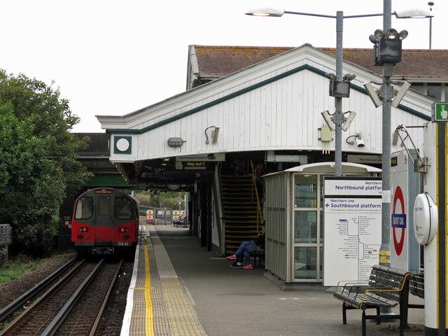Burnt Oak tube station