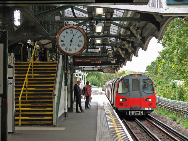 Burnt Oak tube station (2)