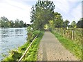 SU8485 : Marlow, Thames Path by Mike Faherty
