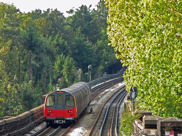 Northern Line train between Brent Cross and Hendon Central