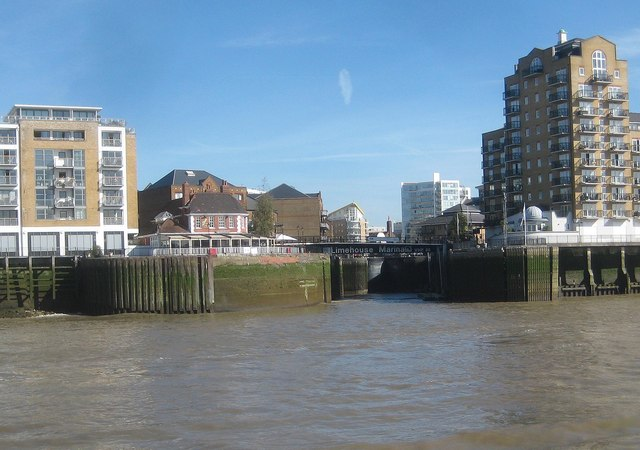River Thames: Limehouse Basin Entrance