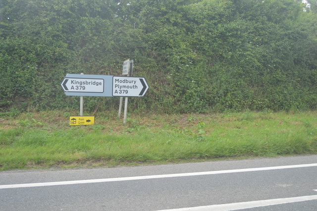 Road sign, A379, Aveton Gifford