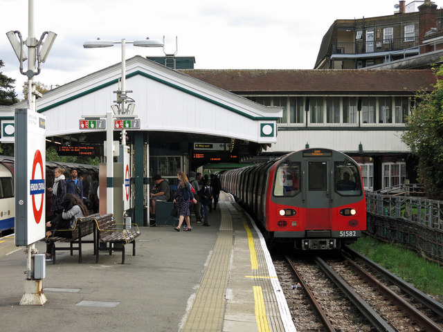 Hendon Central tube station (2)