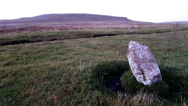 Quartz stone beside the track to Stackaberg