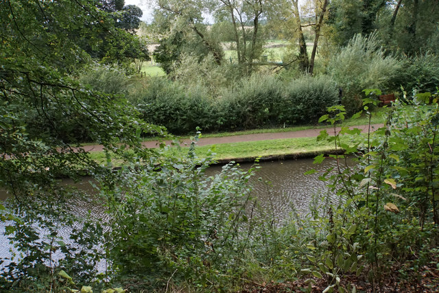 The Staffordshire & Worcestershire Canal