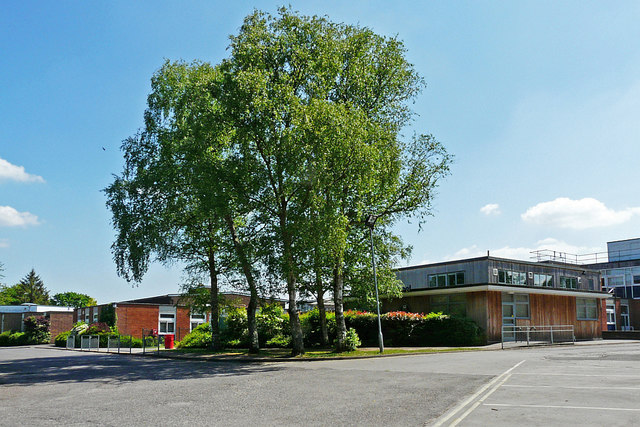 Chiltern Edge School, buildings and trees