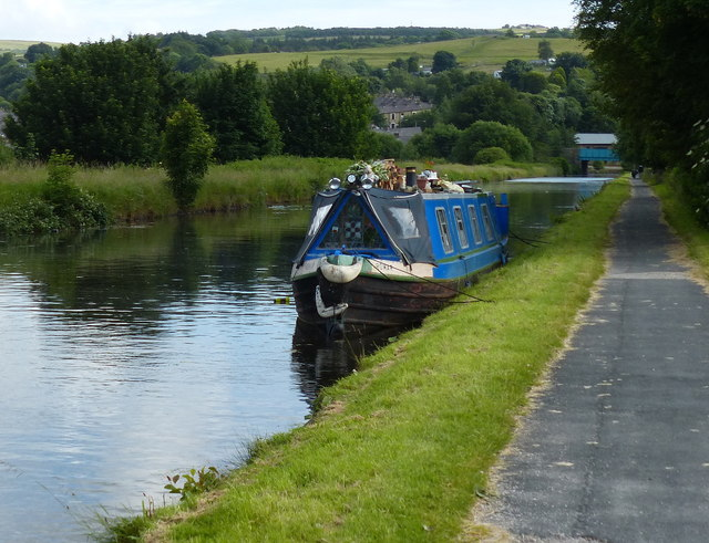 Leeds and Liverpool Canal on the Burnley embankment