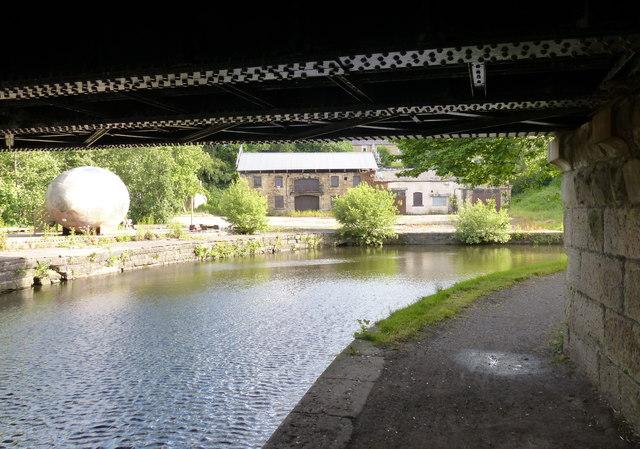 Under Finsley Gate Bridge No 130E
