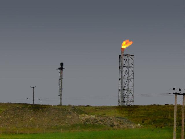 Flare Stacks at Sullom Voe Oil Terminal © David Dixon cc-by-sa/2 0