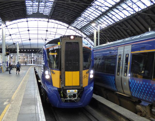 Class 385 train at Queen Street