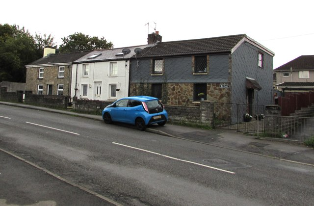 Row of three houses, Heol Canola, Bryncethin