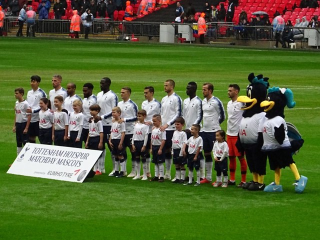 Spurs players line up in Wembley Stadium