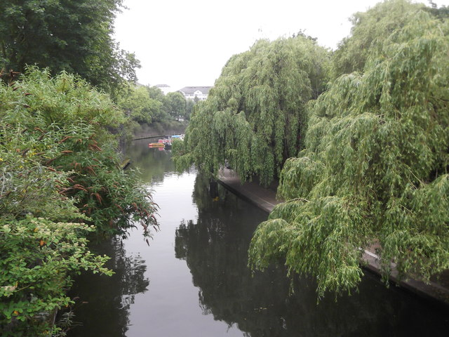 Along the Regent's Canal