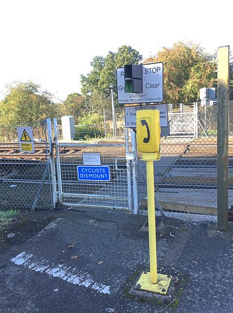Crossing at Warnham station