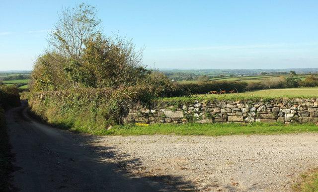 Entrance to Easten Bowtan Farm