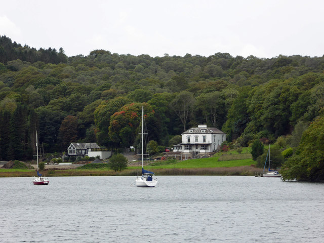 Houses on the shore, Windermere