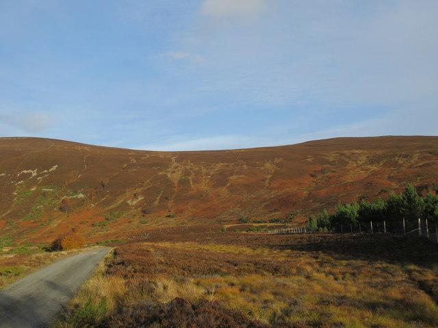 Bealach between Clach Mheall and Croidh-la in Glen Tromie