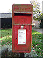 TL8930 : Wakes Colne Green postbox by Geographer